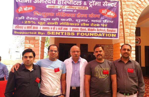 Dr. (Col.) Tarun Kaul with Volunteers